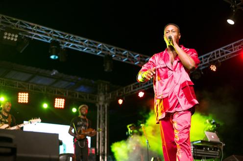 Ladipoe performing